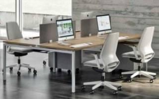 Преимущества офисных столов на металлокаркасе