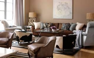 Сочетание серого и коричневого в интерьере гостиной