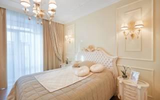Светлые шторы в интерьере гостиной фото