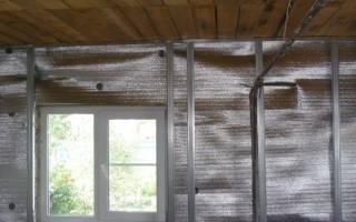Как крепить фольгированный утеплитель к стене