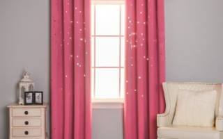 Розовые шторы в интерьере гостиной фото