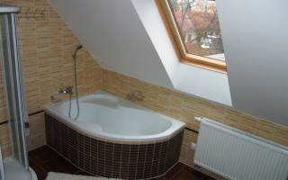 Ванная на мансардном этаже фото