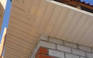 Как подшить карнизы крыши сайдингом?