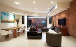 Дизайн комнаты с кирпичом