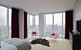 Дизайн комнаты с большими окнами