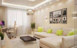 Светлый диван в интерьере гостиной
