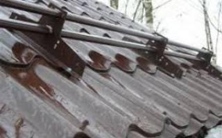 Какие снегозадержатели лучше использовать для металлочерепицы, снегоуловители на крышу