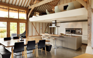 Как сделать потолок под крышей?