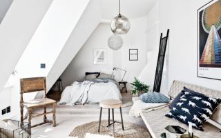 Дизайн комнаты с белыми обоями