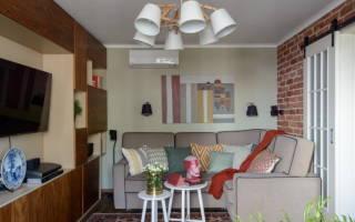 Дизайн комнаты с диваном и шкафом