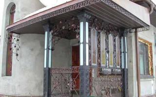 Как сделать крышу над крыльцом: размеры козырька над входом